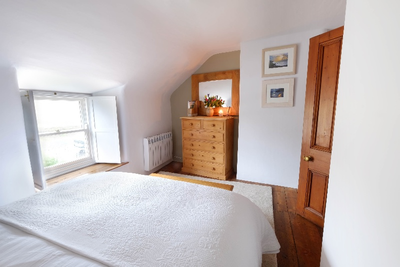 bedroom-1b-no-lights-1