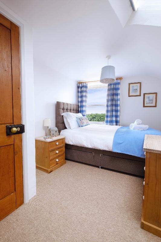 bedroom-2-no-lights-1