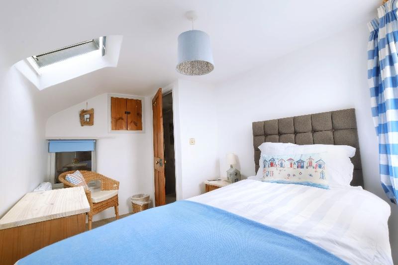 bedroom-2b-no-lights