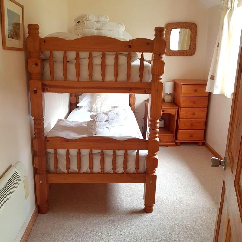 Vicky-photo-bedroom-2-Bowji